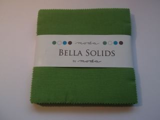 Bella Solids Fresh Grass, Charm Pack